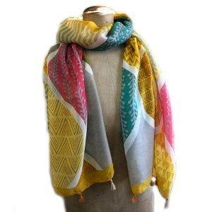 Super soft bold detailed scarf